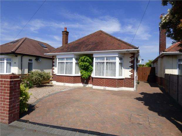 3 Bedrooms Detached Bungalow for sale in Ensbury Park, Bournemouth, Dorset, BH10