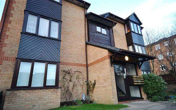 1 Bedroom Studio Flat for sale in Beaulieu Place, Chiswick