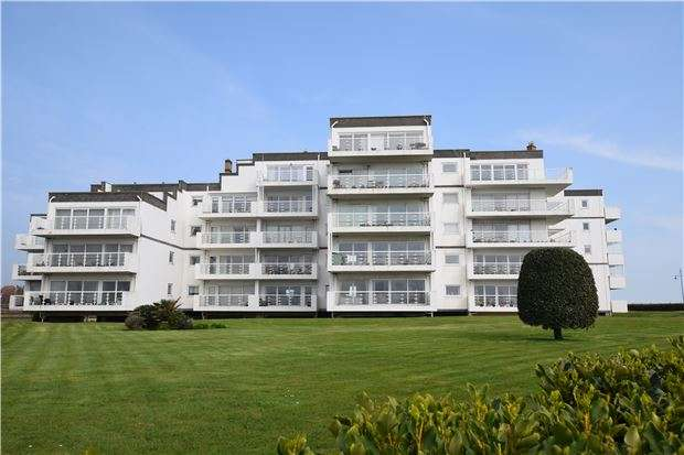 2 Bedrooms Flat for sale in Royal Parade, EASTBOURNE, BN22 7LU