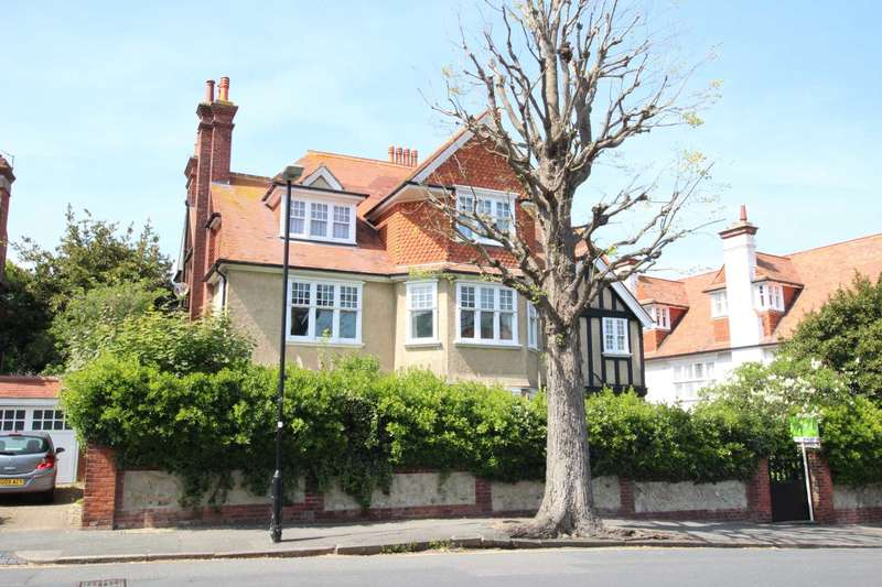 3 Bedrooms Flat for sale in Dittons Road, Eastbourne, BN21 1DW