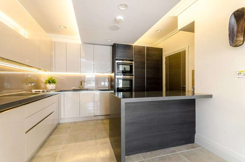 2 Bedrooms House for sale in Chertsey Road, Twickenham, TW1