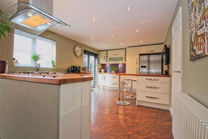 4 Bedrooms Detached House for sale in Ruston Way, Beverley, East Riding of Yorkshire