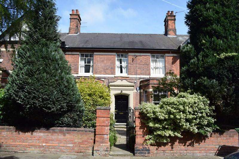 3 Bedrooms Ground Flat for sale in Abbey Park Road, Grimsby DN32
