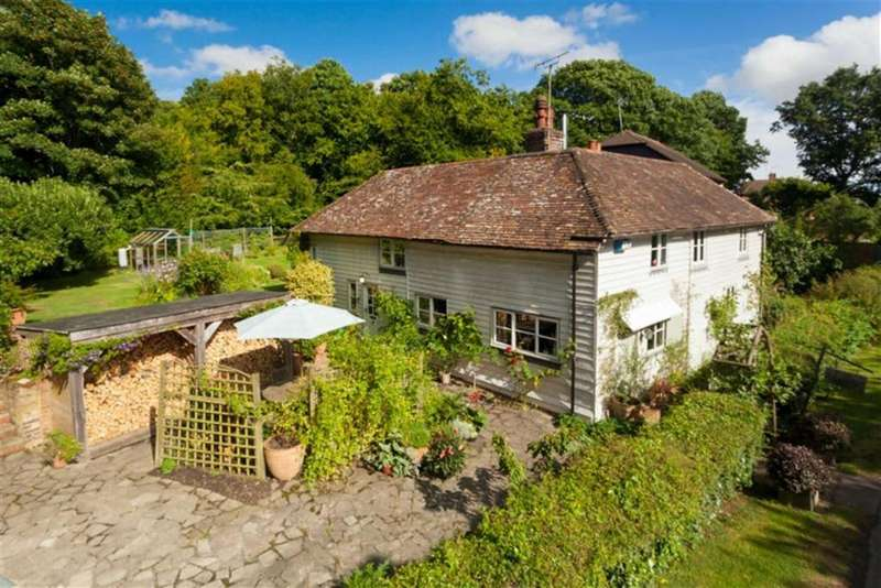 3 Bedrooms Detached House for sale in Giggers Green Road, Aldington, Kent, TN25