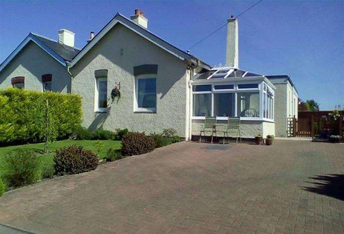 3 Bedrooms Semi Detached House for sale in 2 Orchard Cottages Wooden Orchard, Kelso, TD5 8HG