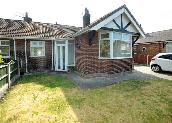 2 Bedrooms Bungalow for sale in 3 Lyndon Road, Irlam, M44 6WB