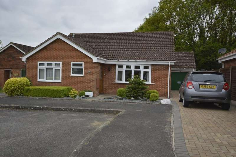 3 Bedrooms Detached Bungalow for sale in Wagoners Close, Weavering, Maidstone, ME14