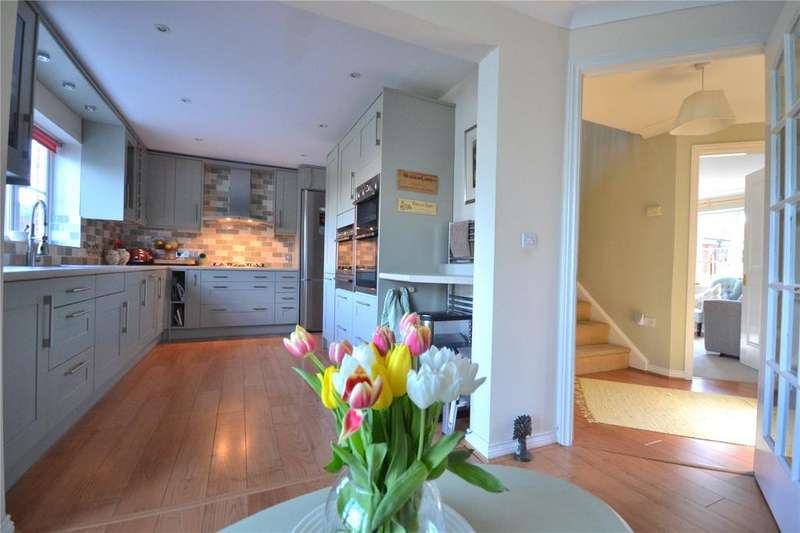 4 Bedrooms Detached House for sale in Hine Close, Gillingham, Dorset, SP8