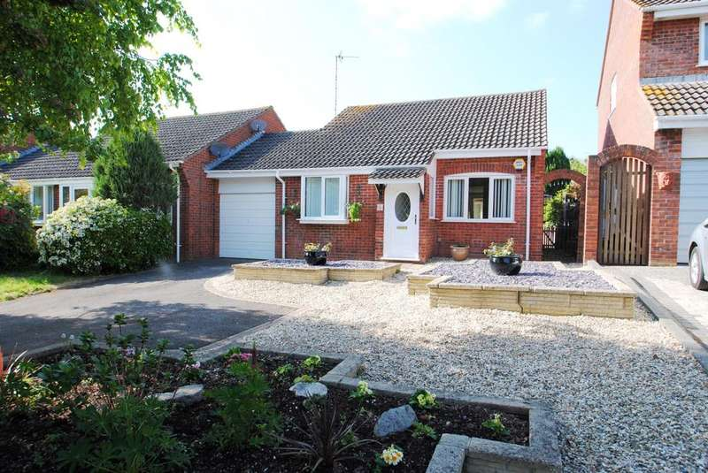 2 Bedrooms Bungalow for sale in Queensway, Taunton