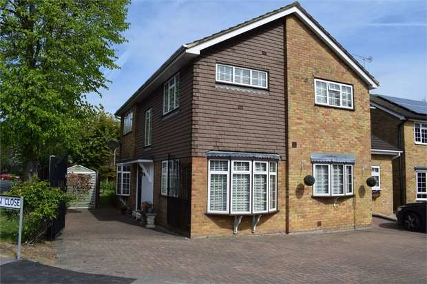 3 Bedrooms Semi Detached House for sale in Pittman Close, Ingrave, Brentwood, Essex