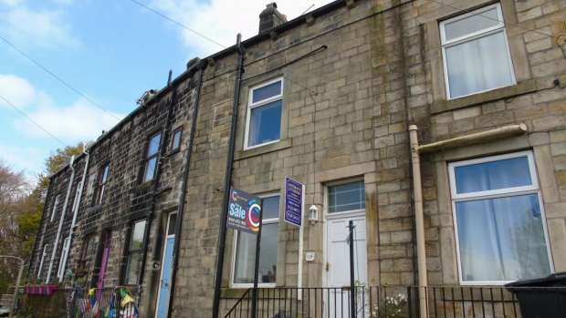2 Bedrooms Terraced House for sale in Longfield Road Todmorden