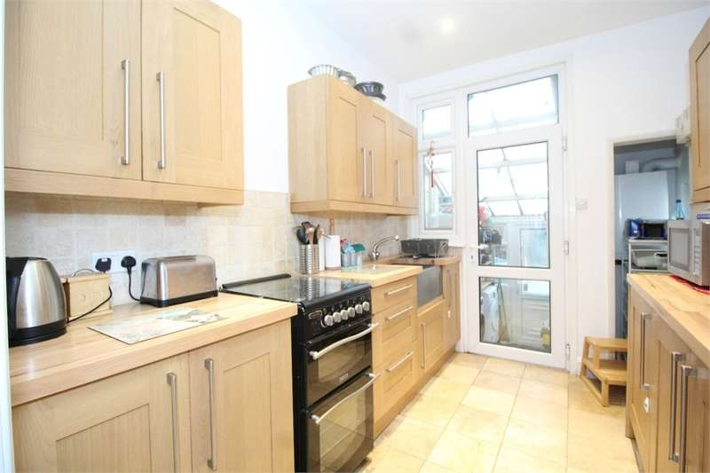 3 Bedrooms Terraced House for sale in Westbury Road, London