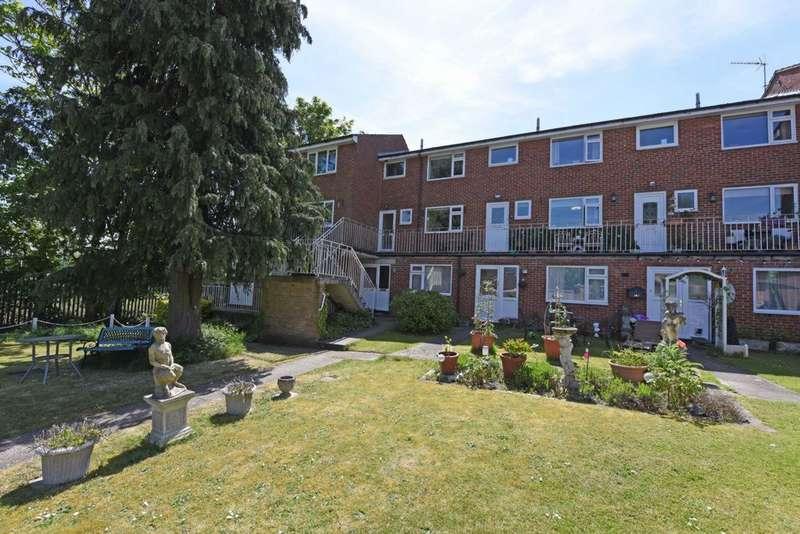 1 Bedroom Maisonette Flat for sale in Lynchford Road, Farnborough, GU14