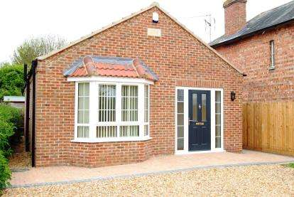 2 Bedrooms Bungalow for sale in Wisbech St. Mary, Wisbech