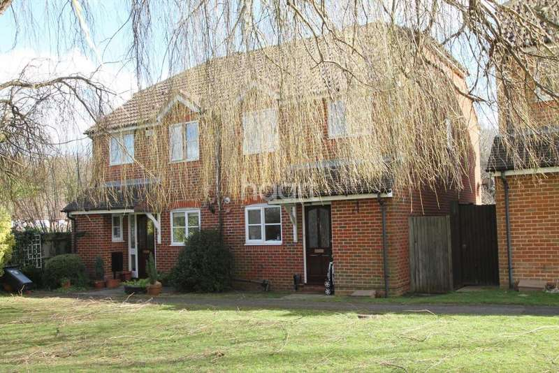 3 Bedrooms Semi Detached House for sale in Burpham, Guildford, Surrey