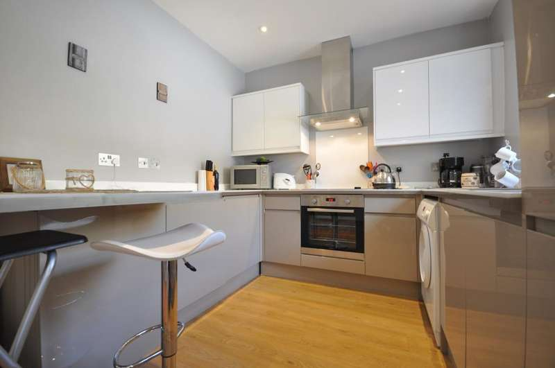 2 Bedrooms Terraced House for sale in Marsh Street, Lancaster, Lancashire, LA1 5RG
