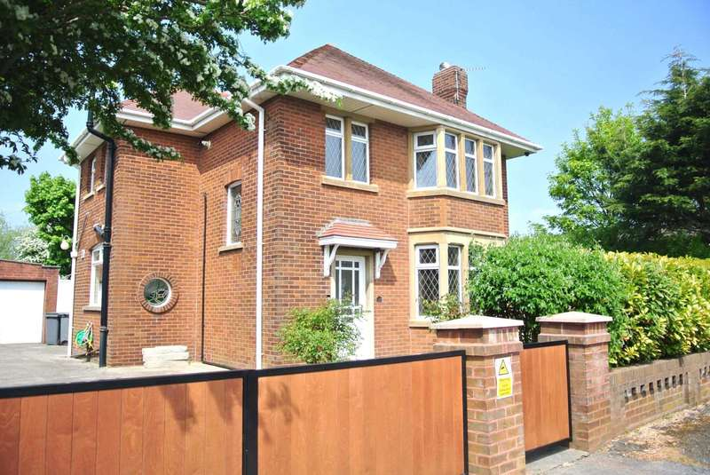 3 Bedrooms Detached House for sale in Moss House Road, Blackpool, FY4 5JF