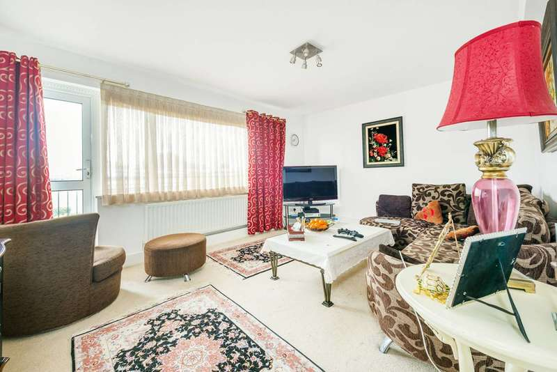 3 Bedrooms Flat for sale in Clayponds Gardens, Ealing, W5