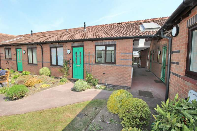 2 Bedrooms Bungalow for sale in The Dovecotes, Beeston, Nottingham