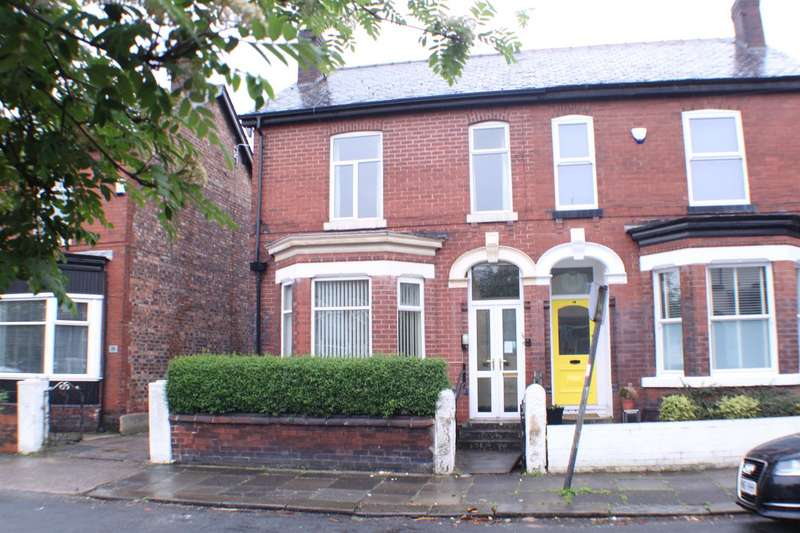 3 Bedrooms Property for sale in Algernon Street, Eccles, Manchester