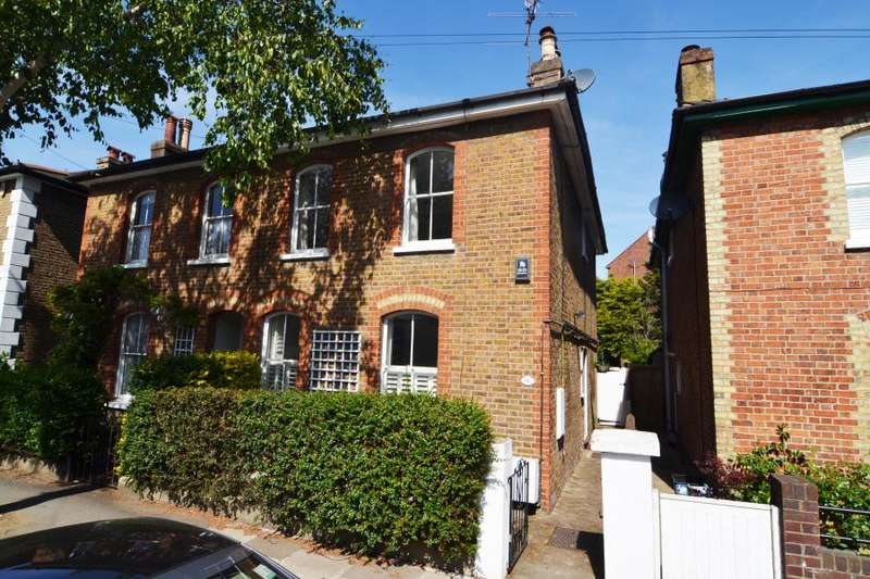 3 Bedrooms Semi Detached House for sale in Park Lane, Teddington, TW11
