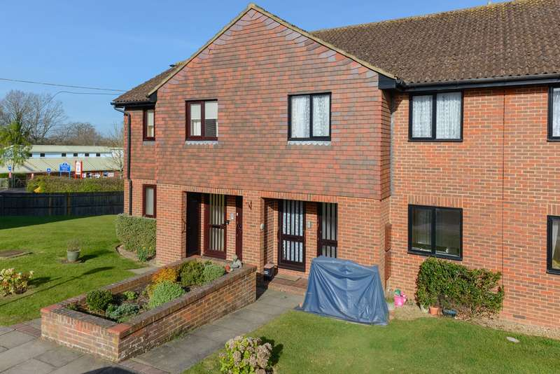 2 Bedrooms Flat for sale in Loudon Court, Loudon Way, Godinton Park, Ashford TN23