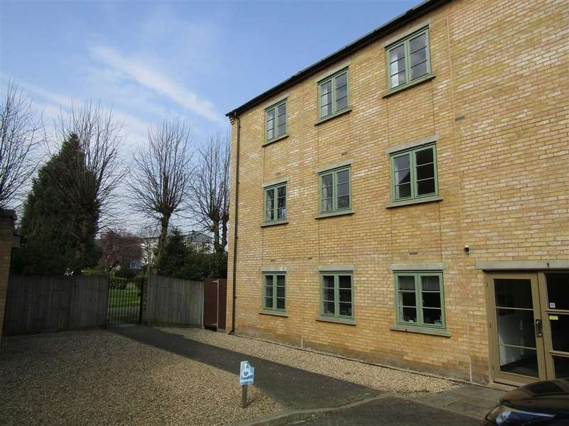 2 Bedrooms Flat for sale in Starlings Bridge, Hitchin, SG5