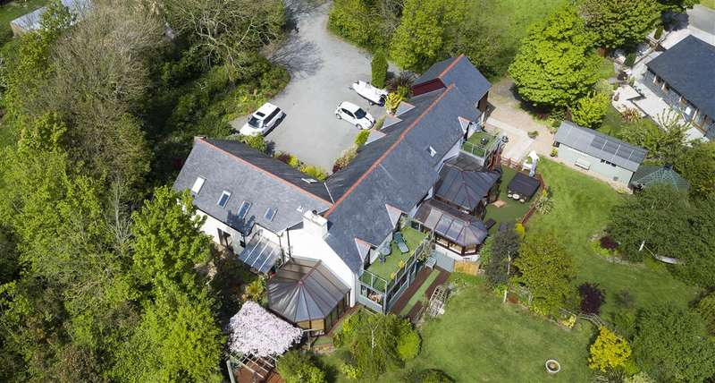 8 Bedrooms Detached House for sale in Tyddyn Eurach & Eurach House, Llanddaniel