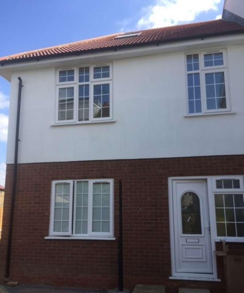 3 Bedrooms Terraced House for sale in St. Ursula Road, Southall, Middlesex, UB1 2TH