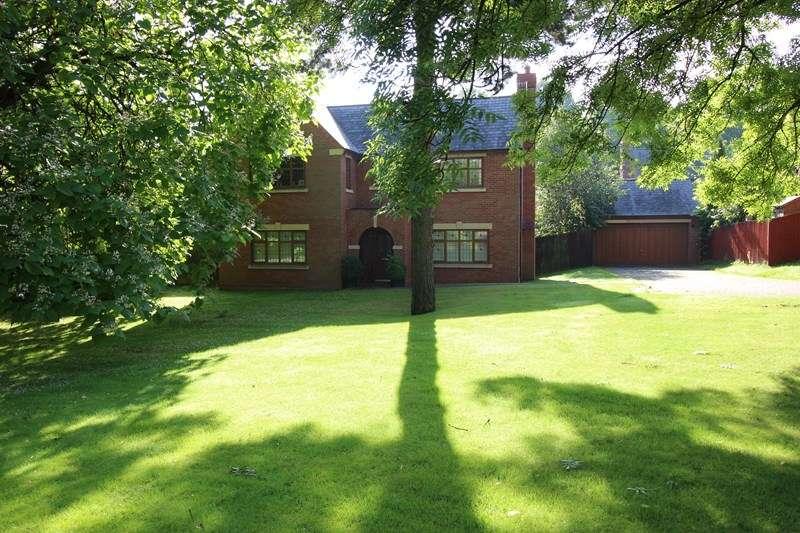 4 Bedrooms Detached House for sale in Chestnut Walk, St Edwards Park, Cheddleton, Staffordshire ST13