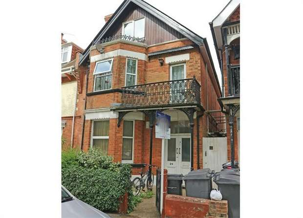 3 Bedrooms Flat for sale in Churchill Road, Bournemouth, Dorset