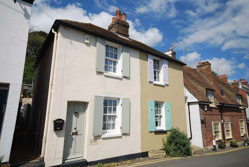 2 Bedrooms Semi Detached House for sale in Hythe