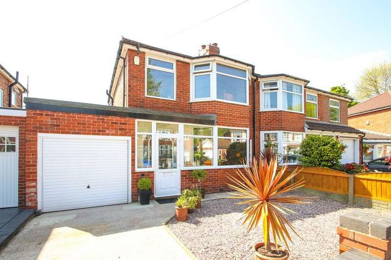 3 Bedrooms Semi Detached House for sale in Lonsdale Avenue, Davyhulme, Manchester, M41