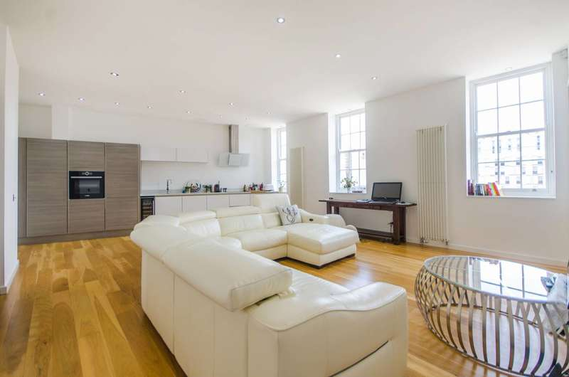 2 Bedrooms Flat for sale in Greenwich High Road, Greenwich, SE10