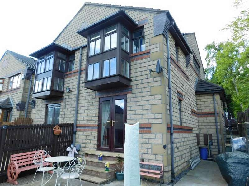 2 Bedrooms Semi Detached House for sale in Redwood Grove, Moldgreen, Huddersfield