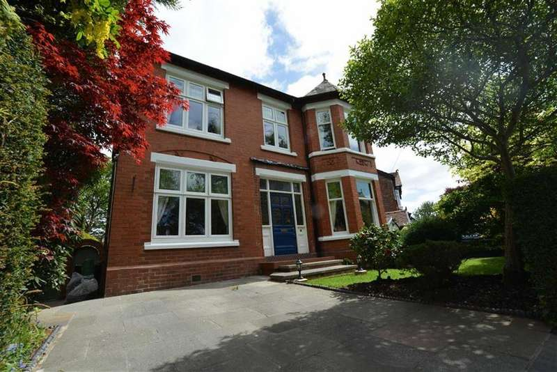 4 Bedrooms Detached House for sale in Barnfield, URMSTON, Manchester
