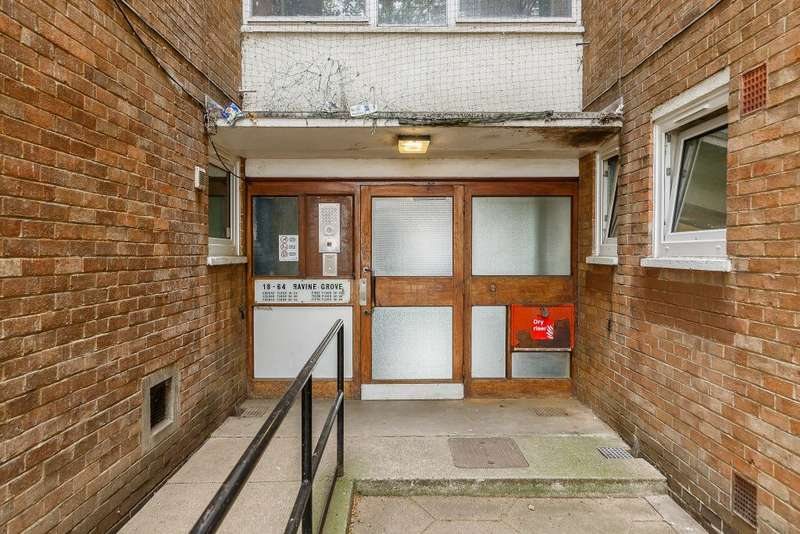 1 Bedroom Property for sale in Ravine grove, Woolwich, London SE18