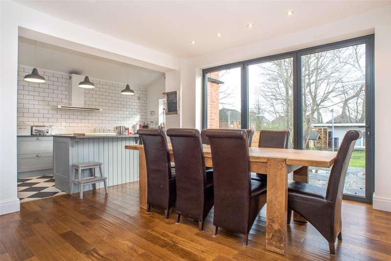 5 Bedrooms Semi Detached House for sale in Whinfield, Leeds, West Yorkshire, LS16