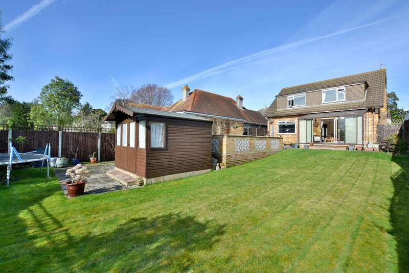 3 Bedrooms Detached House for sale in Sandbanks Road, Poole