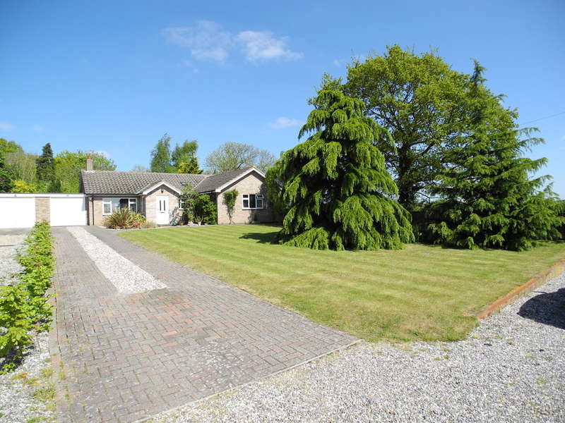 3 Bedrooms Detached Bungalow for sale in Hardley Road, Chedgrave