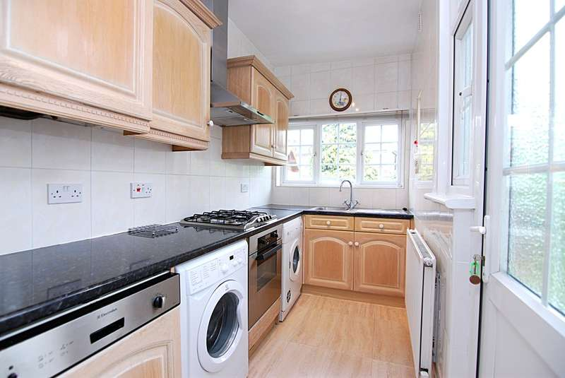 3 Bedrooms Semi Detached House for rent in Wentworth Gardens, Palmers Green