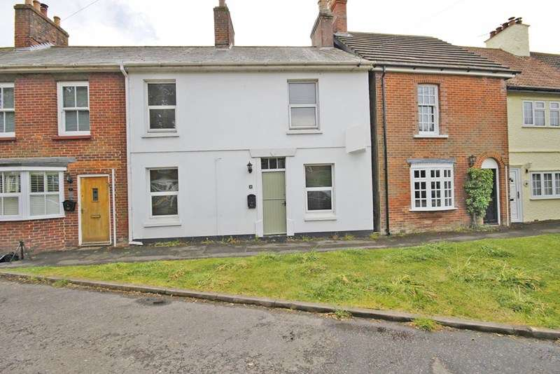 3 Bedrooms End Of Terrace House for sale in Winkton Green, Winkton, Christchurch