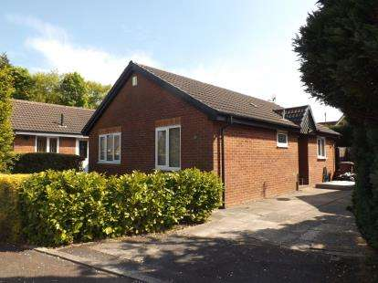 2 Bedrooms Bungalow for sale in Black Croft, Clayton-le-Woods, Chorley, Lancashire, PR6