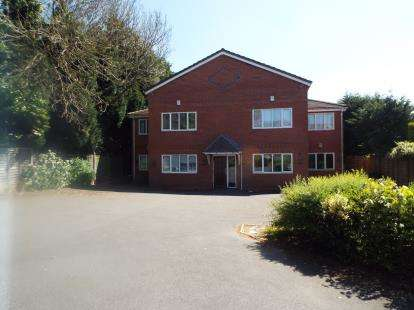 2 Bedrooms Flat for sale in Rayden Court, Littleworth Road, Cannock, Staffordshire