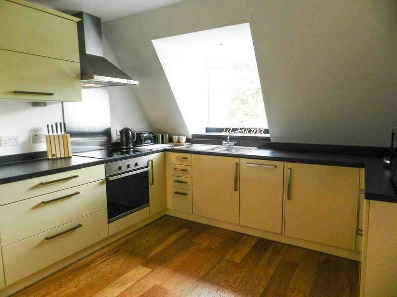 2 Bedrooms Flat for sale in Epsom Road, Leatherhead KT22 8TG
