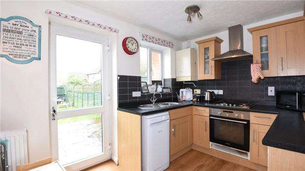 2 Bedrooms Terraced House for sale in Peel Close, Woodley, Reading