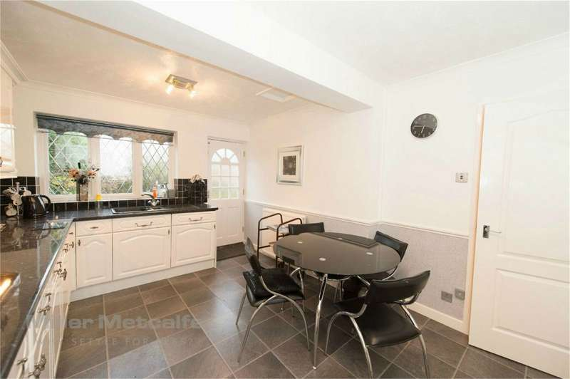 3 Bedrooms Detached House for sale in Broadheath Close, Westhoughton, Bolton, Lancashire