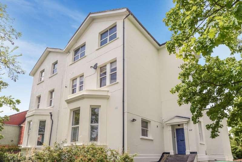 3 Bedrooms Flat for sale in Lawrie Park Road Sydenham SE26