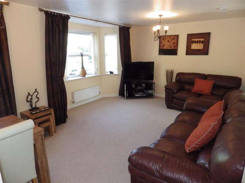 2 Bedrooms Apartment Flat for sale in Trefoil Gardens, Amblecote, Stourbridge