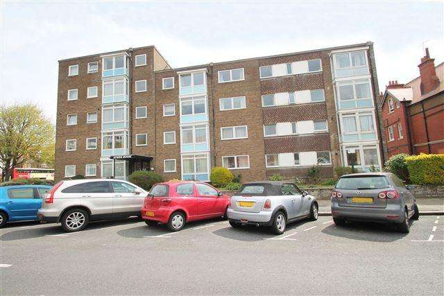 2 Bedrooms Flat for sale in Aymer House, New Church Road, Hove